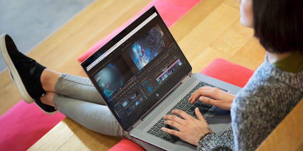 Wanita menggunakan laptop bisnis HP dengan prosesor, grafis, dan kecepatan yang kuat